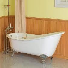 Bathroominspiringsilverlegsclawfoottubwithsingledrapesin
