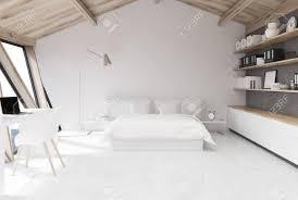 weißes schlafzimmer im dachgeschoss mit einer holzdecke einem weißen boden und einer weißen und einer grauen wand einem großen fenster und einem