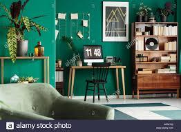 home office schreibtisch mit computer und eine