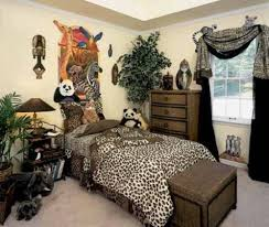 Leopard Print Bedroom Decor by Cheetah Print Wall Stencils What Colors Go With Leopard Bedroom