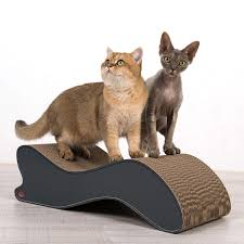 cat on katzenliege wave aus wellpappe mdernes design und bei katzen