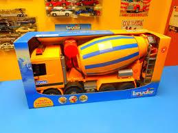 EAN 4001702026547 - Bruder Mb Actros Cement Truck