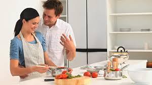 couples amour cuisine famille cuisiner cuisine hd stock 427 456 788