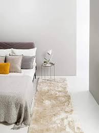 benuta shaggy hochflor teppich whisper läufer beige 80x300 cm langflor teppich für schlafzimmer und wohnzimmer