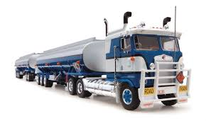 100 Diecast Truck Models Highway Replicas Tanker Road Train Die Cast Model With