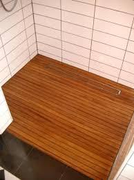 holz dusche badezimmer holzboden teak holz holzboden