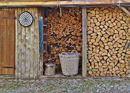 brennholz richtig lagern so geht s wippsäge ratgeber