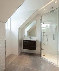 kleine badezimmer mit dachschräge zur wellness oase