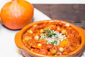 cuisiner le potimarron en l馮ume tajine tajine végétarien légumes et épices à l orge mondé