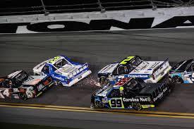 100 Nascar Truck Race Results Spin City Hill Wins Wreckfilled Daytona Truck Race Sports
