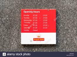 ouverture du bureau de poste heures d ouverture du bureau de poste signe uk banque d images