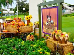 Bonnie Springs Halloween 2017 by Mouseplanet Fall Colors At The Magic Kingdom By Donald And