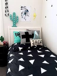 chambre enfant suisse croix suisse rayure noir et blanc enfants home decor coussin