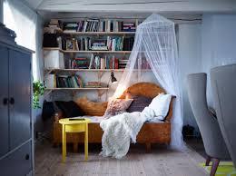 gemütliche leseecke im wohnzimmer bett ikea lesee