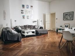 großes wohnzimmer im altbauflair einrichtung inspiration