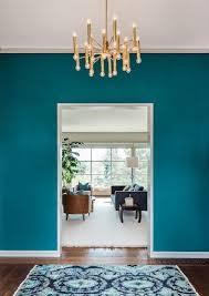 wand streichen in farbpalette der wandfarbe blau blaugrüne