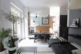 modernes wohnzimmer mit tagesbett und bild kaufen