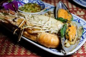 騅ier cuisine r駸ine 曼谷遊船體驗 洛伊纳瓦遊輪 古董柚木船的泰式晚餐風情 愛旅誌
