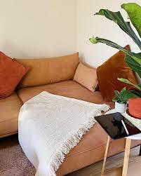 sofa dekorieren kissen bis hin zur sofadecke made