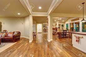 gemütliches wohnzimmer esszimmer und küche mit dekor
