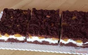 geriebener kuchen mit quark und obst
