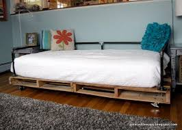 Best 25 Pallet daybed ideas on Pinterest