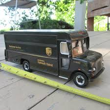100 Ups Truck Toy UNITED PARCEL SERVICE Loe Emission HYDRAULIC HYBIRD PROMO