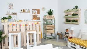 palettenmöbel ideen für drinnen und draußen obi