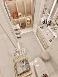 schickes badezimmer mit raumhohen cubbies tona bad