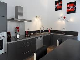 cuisines grises cuisine grise avec plan de travail noir 038 07 lzzy co