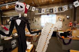 Halloween Cubicle Decorating Contest by Best 25 Halloween Office Ideas Winter Solstice Traditions Elegant