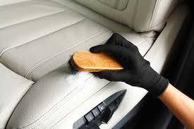 nettoyeur siege auto technique de pro pour nettoyer les sièges en cuir de voiture