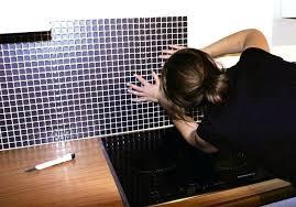 recouvrir du carrelage mural cuisine plaque pour recouvrir carrelage mural cuisine coller un plan de