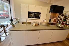 brigitte musterküche grifflose küche in lack weiß hochglanz