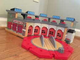 thomas train wooden deluxe roundhouse tidmouth engine shed