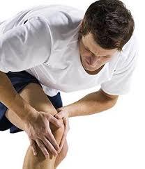 la douleur dans les genoux quand accroupi et debout traitement