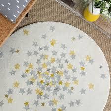 tapis de chambre bébé tapis rond étoiles grise et jaune chambre bebe par for