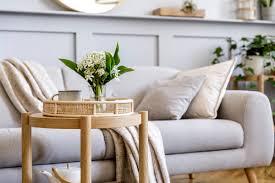 wohnzimmer deko beistelltisch dekoriert im skandinavischen