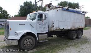 100 Feed Truck 1986 Freightliner FLC Feed Truck Item DF4301 SOLD Septe
