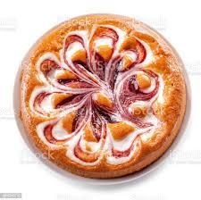 obst marmelade mit joghurt sahne torte nahaufnahme isoliert auf weißem hintergrund stockfoto und mehr bilder aufschäumen