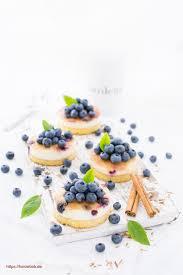 schmandkuchen mit blaubeeren und zimt und zucker
