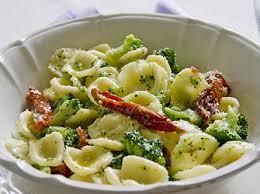 cuisine italienne orecchiette brocoli et tomates séchées cuisine italienne