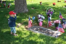 Memorial Day Graveside Decorations by Photos Of The Day U2013 Memorial Day 2012 Watch Us Play Games