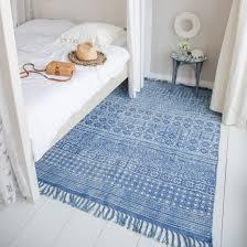 blauer teppich mit aztekenmuster mexiko