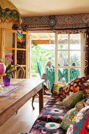 gemütliches wohnzimmer im ethno stil bild kaufen
