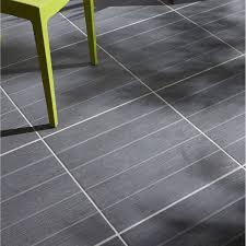 carrelage exterieur imitation parquet gris sol et mur gris clair
