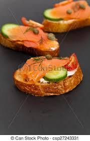 canape au saumon nourriture canape saumon fumé doigt canape foyer photos de