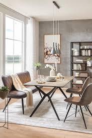 modernes esszimmer mit stühlen und und esstisch aus metall