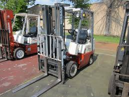 100 Nissan Lift Trucks NISSAN 50 FORK LIFT TRUCK MODEL NUMBER CPJ02A25PV SN CPJ029P5347
