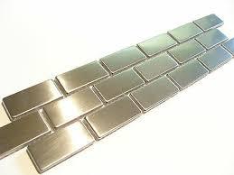 bordüre fliesen mosaik bad edelstahl metall silber glänzend